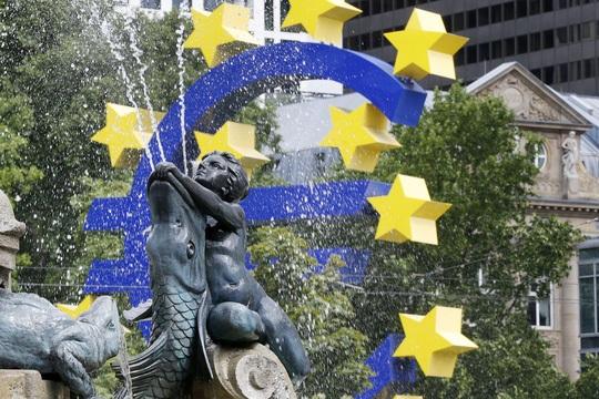 """""""Đài phun nước thần tiên"""" ở TP Frankfurt – Đức. Ảnh: AP"""