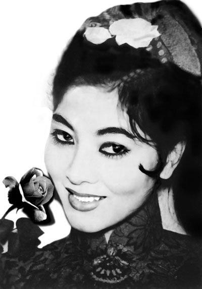 """Vai diễn đầu tiên của Thẩm Thúy Hằng là vai """"Tam Nương"""" trong phim """"Người đẹp Bình Dương"""" của đạo diễn Năm Châu năm 1958. Bà còn đóng nhiều vai trong các phim như: Tấm cám, Sự tích Trầu Cau, Nửa hồn thương đau…"""