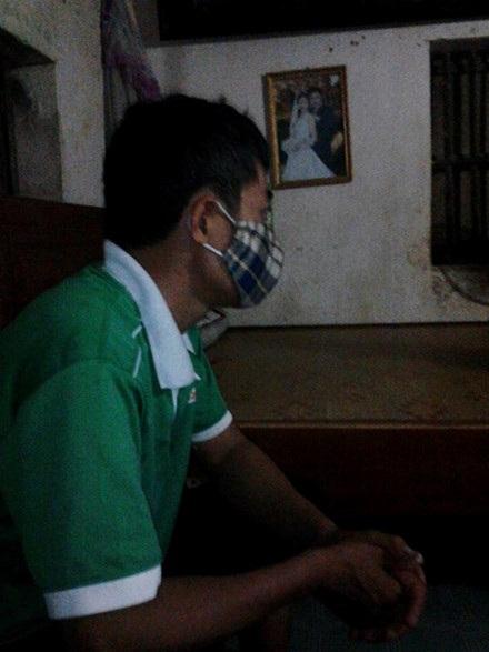 Dân khốn khổ, xem ti vi hay trẻ em học bài cũng phải đeo khẩu trang.