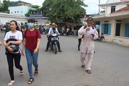 Một nhà sư đi thi tại trường ĐH Nha Trang sáng nay