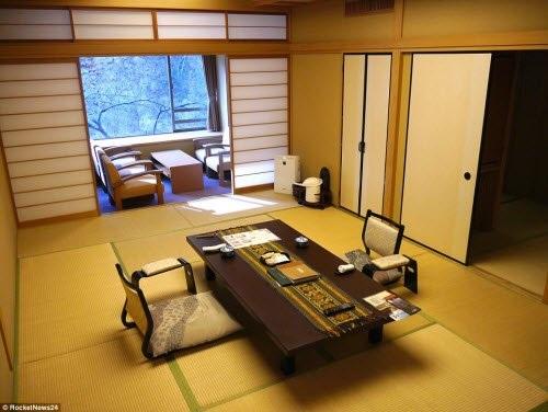 Khách sạn có 35 phòng và từng được các chính trị gia hay các võ sĩ samurai ghé thăm.