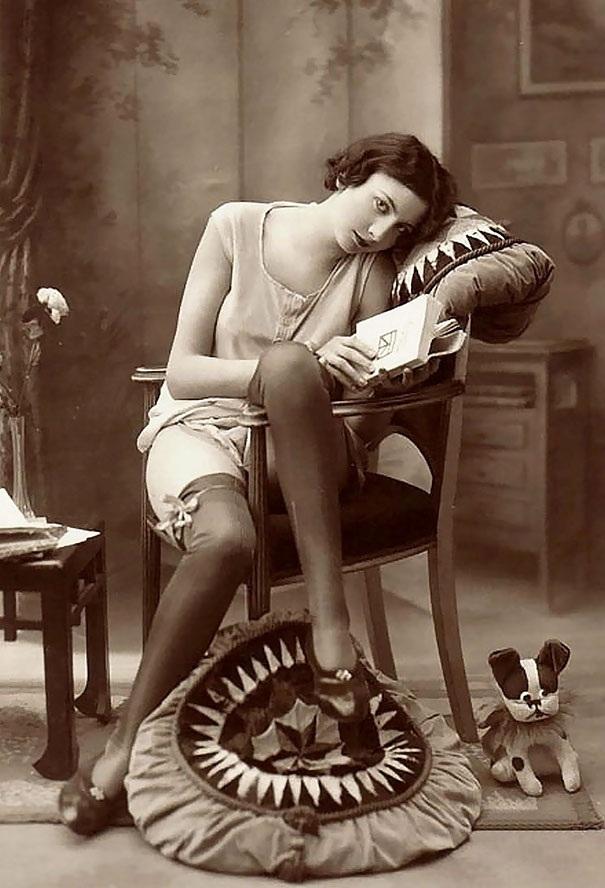 Người đẹp bên sách