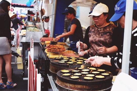 Những món ăn đậm chất Việt dễ dàng được bắt gặp tại hội chợ Footscray. Ảnh: SBS Vietnamese