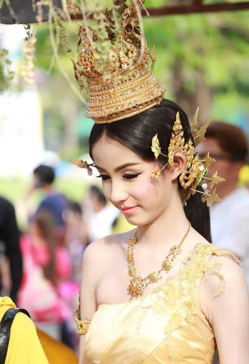 """""""Mỹ nhân chuyển giới"""" Thái Lan đẹp đến khó tin - 9"""
