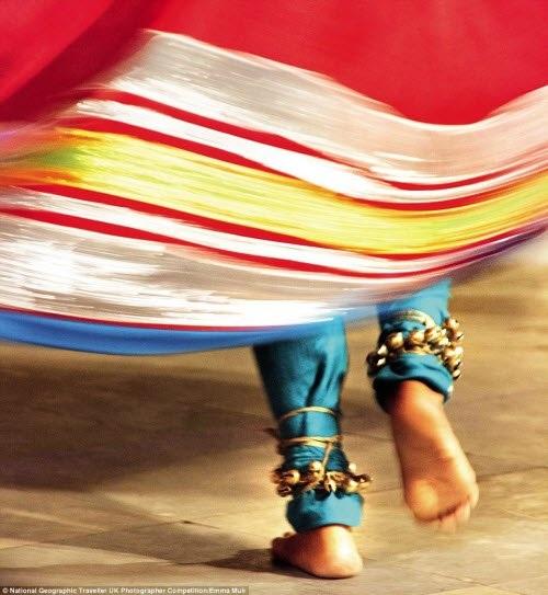 Vũ công trình diễn điệu múa truyền thống Bagore Ki Haveli' ở Udaipur, Rajasthan, Ấn Độ. Ảnh: Emma Muir