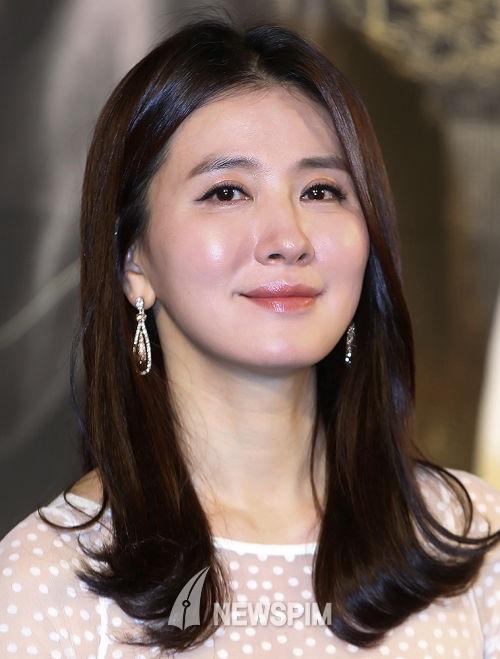 """10 sao Hàn sở hữu """"gương mặt trẻ mãi không già"""" - 9"""