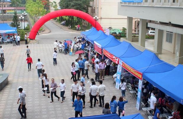 Sinh viên ICTU với ngày hội việc làm.