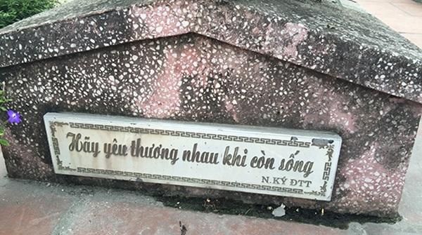 Một dòng nhật ký của liệt sĩ Đặng Thùy Trâm được khắc trên bia mộ.