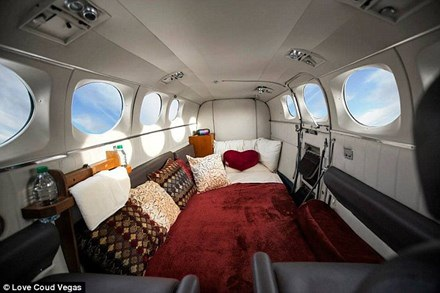 Hình ảnh nội thất chiếc máy bay của hãng Love Cloud.