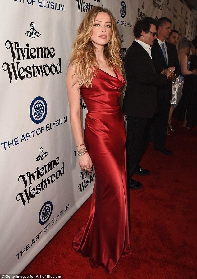 Nữ diễn viên 29 tuổi từng thừa nhận mình là người lưỡng tính đẹp kiêu sa trên thảm đỏ