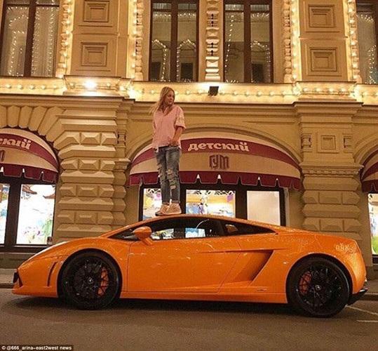 Những bức ảnh khoe khoang này đã được một tài khoản tên là Russian Rich Kids trên Instargram tập hợp lại.(ảnh: Twitter/Daily Mail).
