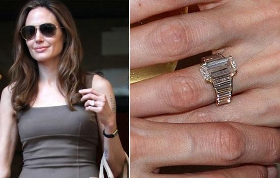 Brad Pitt đã tự tay thiết kế nhẫn đính hôn cho bạn gái 7 năm. Anh ngỏ lời cầu hôn người bạn gái tài năng và xinh đẹp vào tháng 4/2012