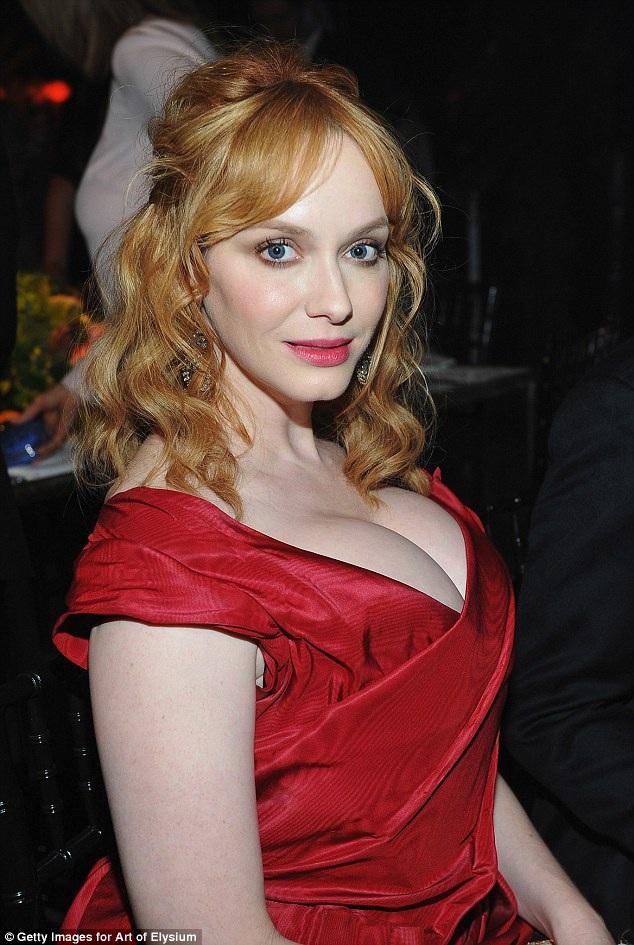 Nữ diễn viên 41 tuổi khoe vòng một ngoại cỡ