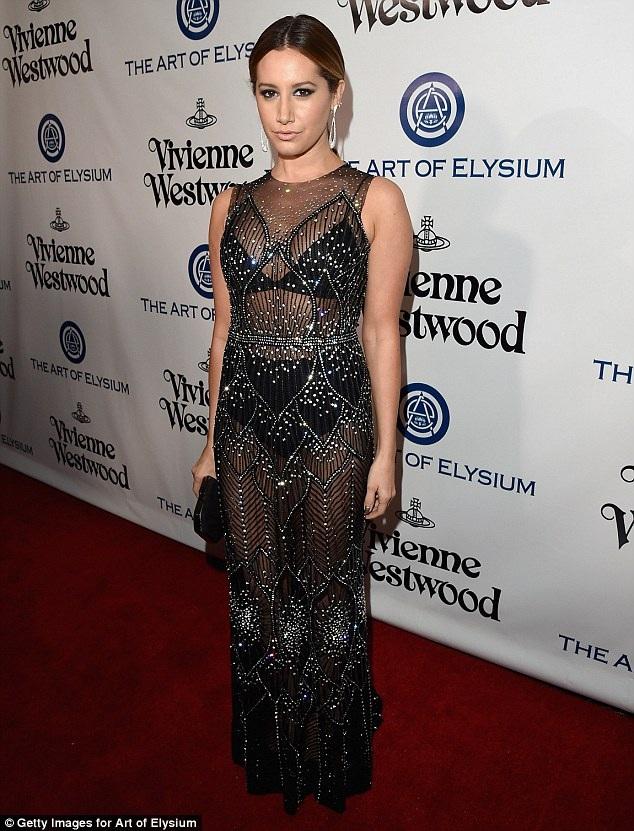 Ngôi sao phim High School Musical - Ashley Tisdale diện váy xuyên thấu táo bạo
