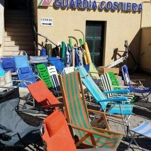 Loạt bàn ghế bị thu giữ thứ 7 tuần trước tại Ý