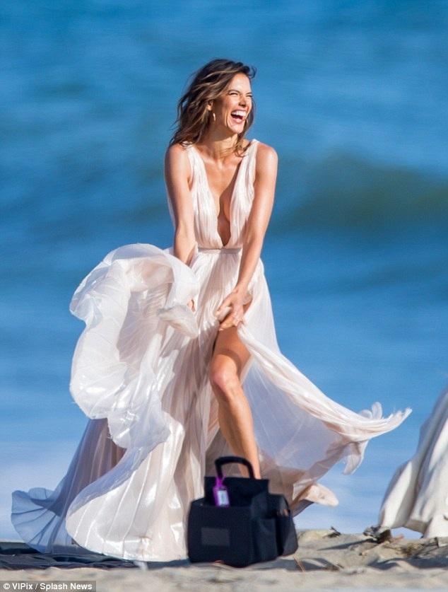 35 tuổi, siêu mẫu cao 1,76m vẫn trẻ đẹp và đắt show quảng cáo như bất cứ đàn em nào