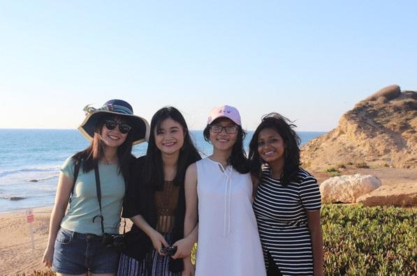 Hà Giang và Hải Vân cùng bạn bè quốc tế