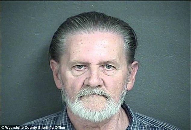 Khi bị bắt, Lawrence cho biết ông đã cãi nhau với vợ.