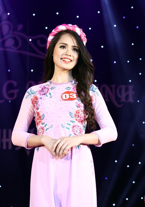 Với chiều cao tốt nhất cuộc thi (1m70) và nụ cười khoe chiếc răng khểnh, Nguyễn Thị Quỳnh đã được trao giải Thí sinh trình diễn trang phục đẹp nhất.