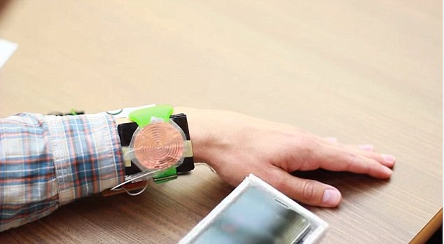 Chia sẻ pin điện thoại mà không cần sử dụng bộ nguồn - 1
