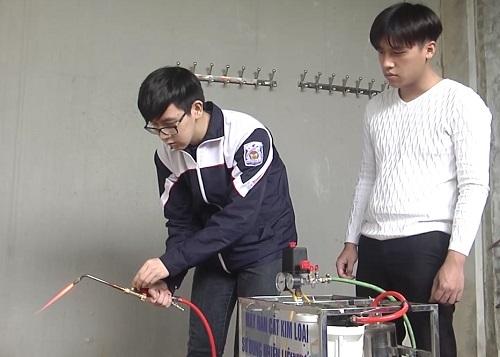 Học sinh chế tạo máy hàn cắt kim loại bằng nhiên liệu nước - 2