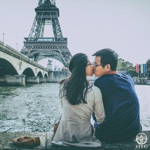 Áo dài bên bờ sông Seine.