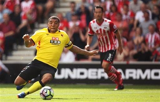 Tiền đạo Troy Deeney của Watford trong trận đấu gặp Southampton