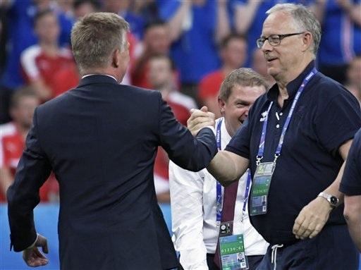 Lagerbäck (phải) đang tạo dấn ấn mạnh mẽ tại đội tuyển Iceland