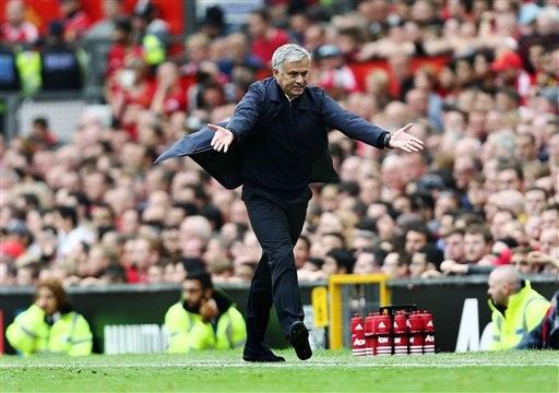 Một pha phản ứng của Mourinho trong trận đấu