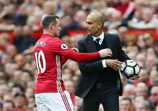 Guardiola giấu bóng không cho Rooney ném biên nhanh