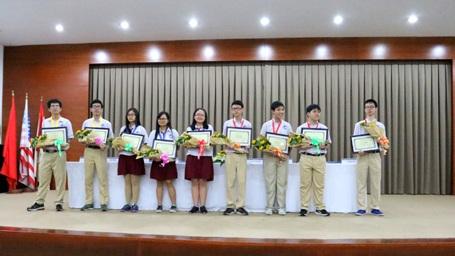 Những gương mặt học sinh Trường Quốc tế Á Châu đạt thành tích cao tại Kỳ thi Olympic Tháng 4 TP.HCM lần 2 năm 2016.