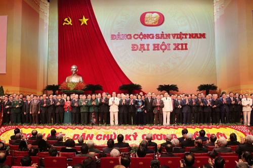Ban chấp hành Trung ương Đảng khóa XII ra mắt trước Đại hội.