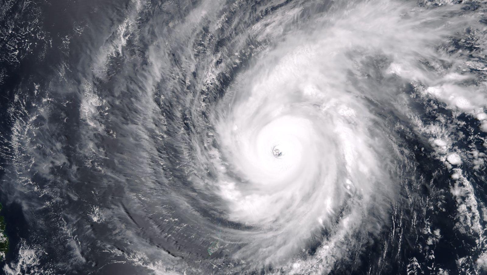 Biển Đông thường đón nhiều đợt bão trong mùa hè. (Ảnh minh họa: Quartz)
