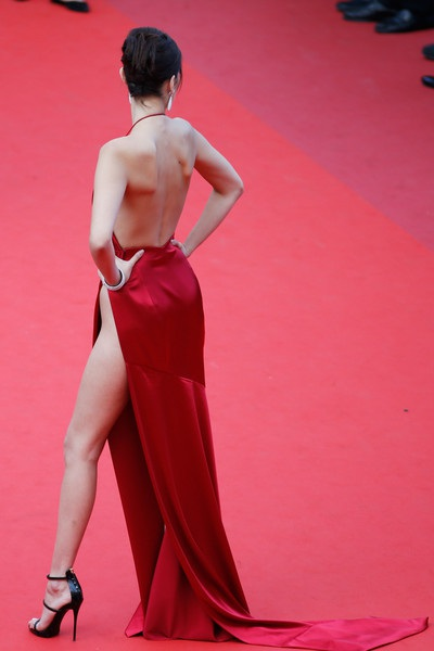 Siêu mẫu Bella Hadid dự công chiếu phim The Unknown Girl (La Fille Inconnue) tại LHP Cannes ngày 18/5 vừa qua