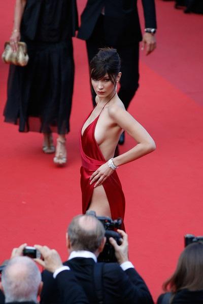 Chiếc váy hở bạo nhất tại LHP Cannes! - 10