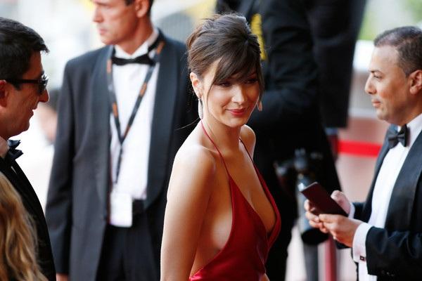 Chiếc váy hở bạo nhất tại LHP Cannes! - 11