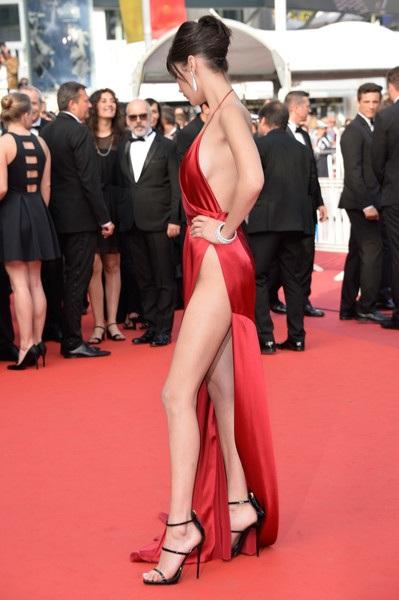 Chiếc váy hở bạo nhất tại LHP Cannes! - 14