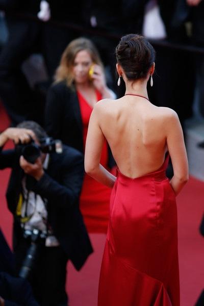 Chiếc váy hở bạo nhất tại LHP Cannes! - 16