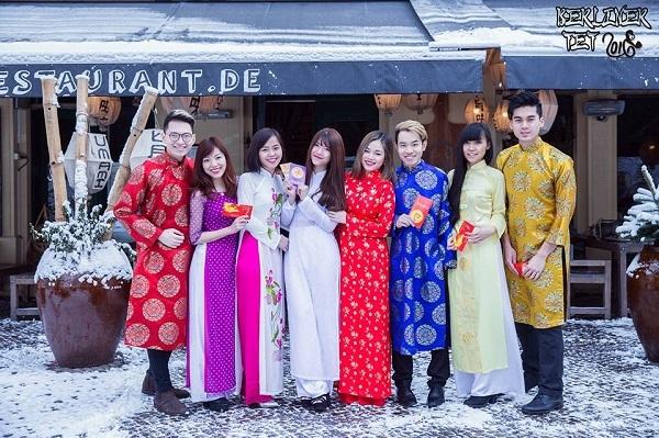 Năm mới đã đến, Hội sinh viên Việt Nam Berlin-Potsdam chúc các bạn du học sinh xa nhà một năm mới tràn ngập niềm vui và thành công trong cuộc sống. Hi vọng các bạn có một năm mới thật ấm áp trong vòng tay bạn bè!