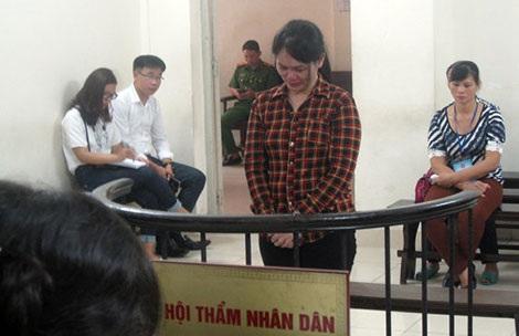Bị cáo Nguyễn Thị Sự tại tòa.
