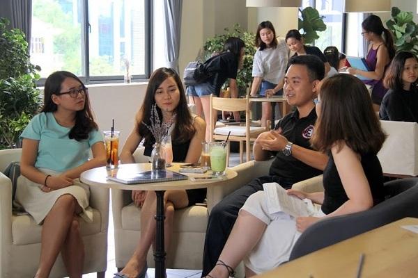 3 diễn giả trẻ Ngô Việt Hương, Hoàng Mỹ Hạnh và Đào Tiến Đạt (lần lượt từ trái qua phải) là những người đã, đang làm việc tại Big Four.
