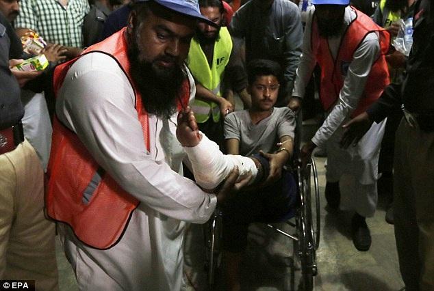 Giới chức địa phương đã công bố 3 ngày tang để tưởng nhớ các nạn nhân trong vụ đánh bom đẫm máu này. (Ảnh: EPA)