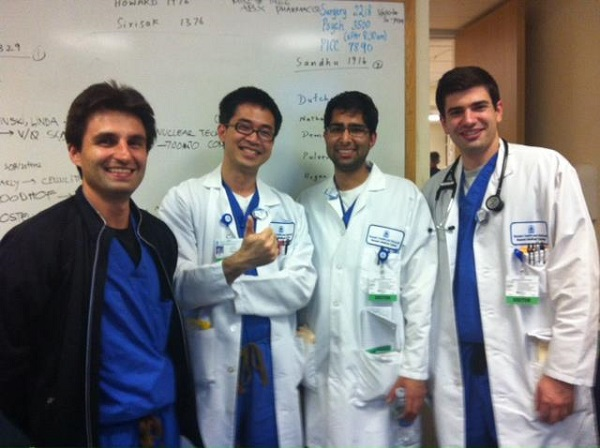 Bác sĩ Wynn Tran (thứ 2 từ trái sang) và đồng nghiệp làm nội trú tại Bassett Medical Center - Bệnh viện giảng dạy của ĐH Y khoa Columbia University College of Surgeons and Physicians, New York, Mỹ.