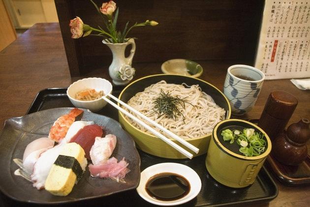 Khám phá bí quyết ăn nhiều tinh bột mà không béo của người Nhật - 1