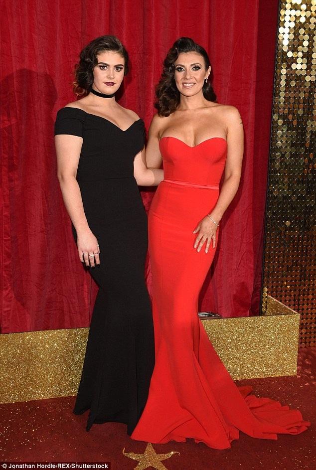 Diễn viên kiêm người mẫu Kym Marsh đưa con gái Emilie Cunliffe dự lễ trao giải phim truyền hình Anh quốc diễn ra ở khán phòng Hackney tại London ngày 28/5 vừa qua