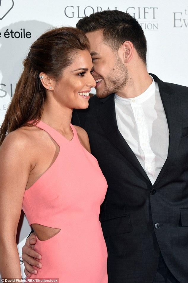 Cheryl Cole hẹn hò phi công trẻ rất nhanh sau khi chia tay người chồng thứ 2 Jean-Bernard Fernandez-Versini