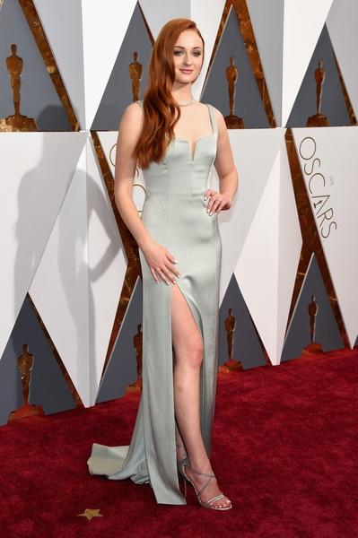 Sophie Turner lộng lẫy trên thảm đỏ