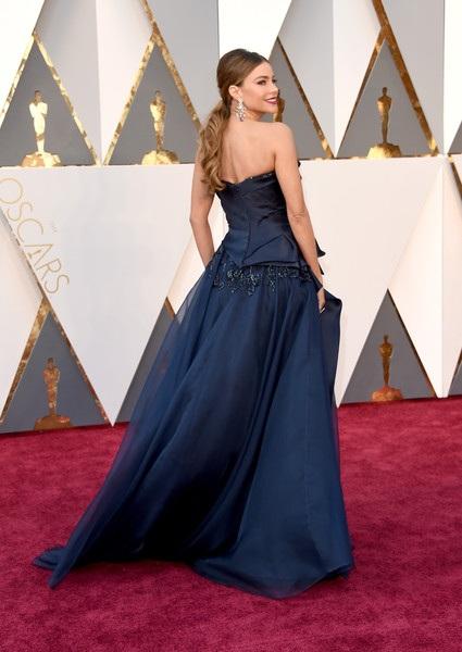 Choáng với váy áo hàng hiệu của người đẹp trên thảm đỏ Oscar - 47