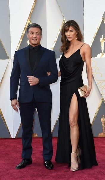 Người hùng cơ bắp Sylvester Stallone đẹp đôi bên vợ gợi cảm Luciana Barroso