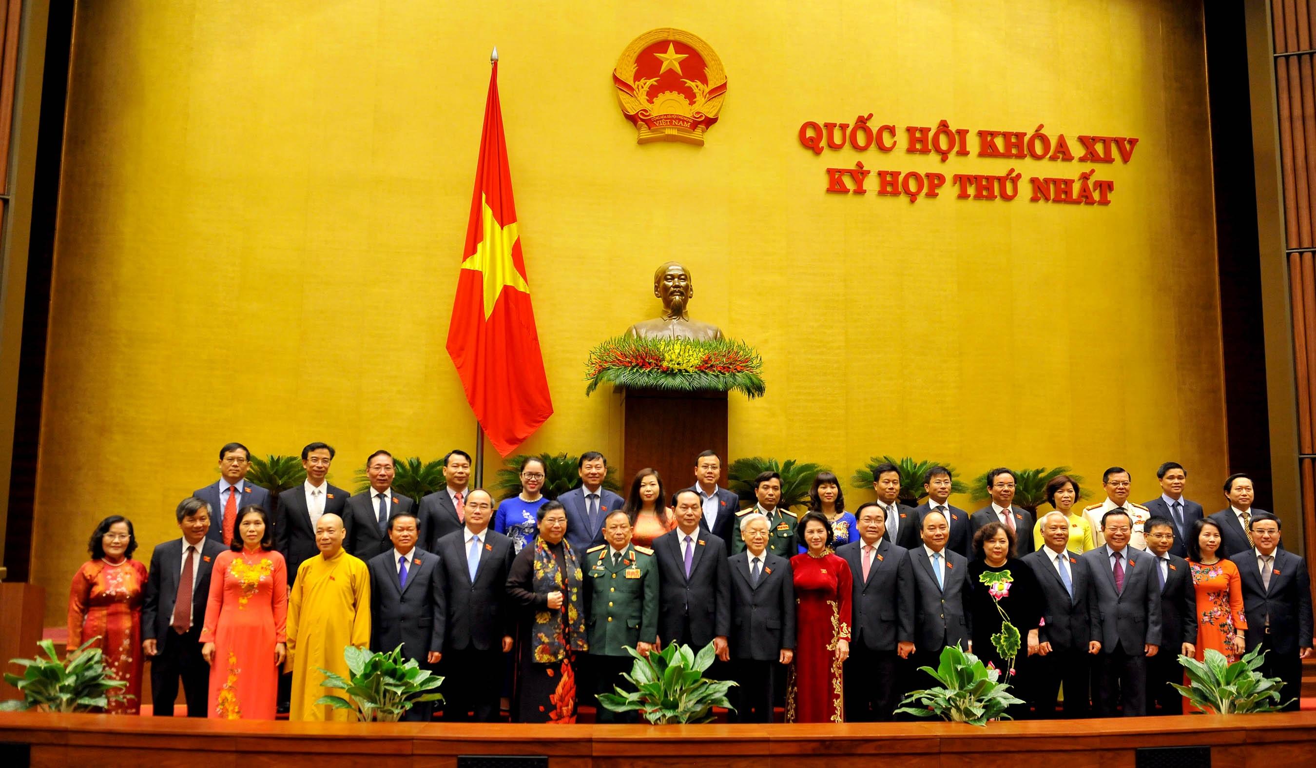 Lãnh đạo Đảng, Nhà nước chụp ảnh kỷ niệm với đoàn đại biểu Hà Nội. (Ảnh: H.L)